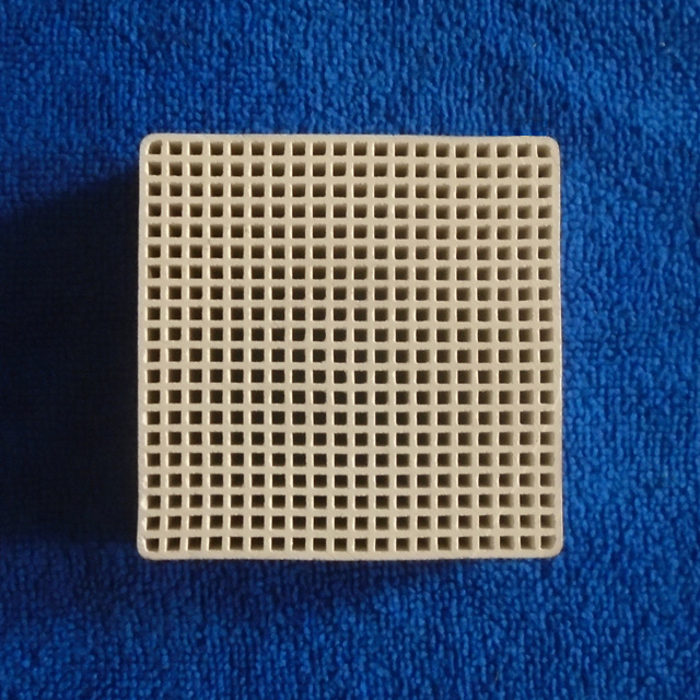 Honeycomb ceramic heat storage substrates